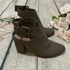 American Eagle 9 ankle boots gray heels faux suede buckle strap modern chic fall